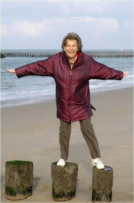 senior_woman_balancing