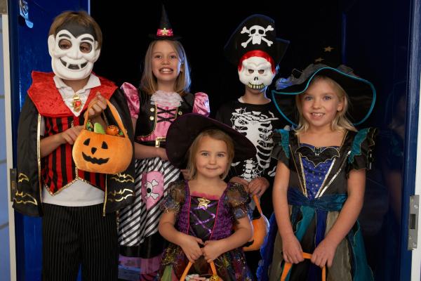 halloween kids resized 600