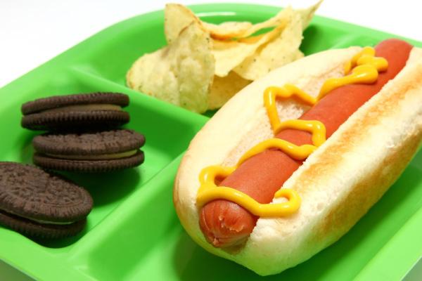 Hot dog lunch resized 600