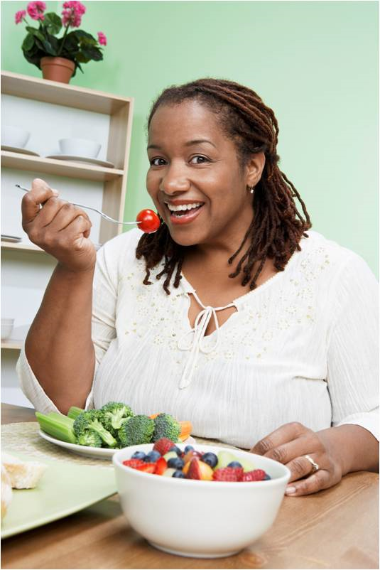 woman eating healthy resized 600