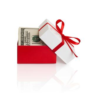 money_gift_ThinkstockPhotos-179330649.jpg