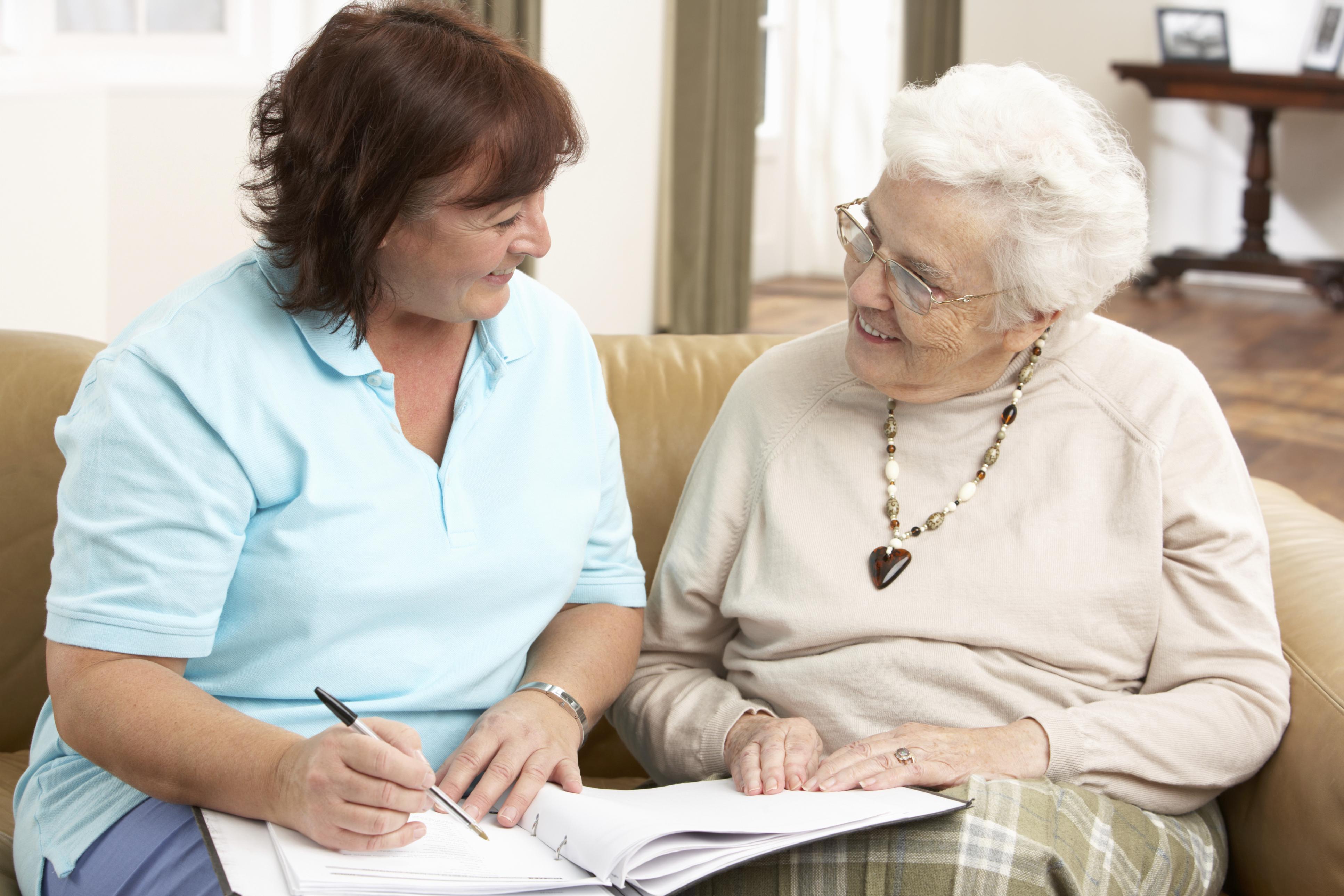 seniorlivingwomentalking